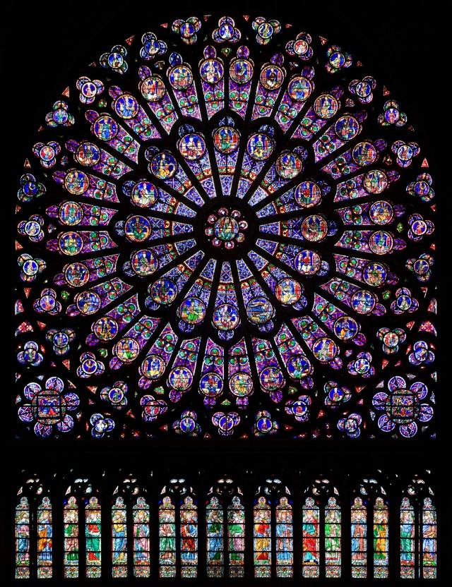 North_rose_window_of_Notre-Dame_de_Paris,_Aug_2010